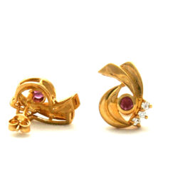 Boucles d'oreilles rubis et oxydes de zirconium en plaqué or